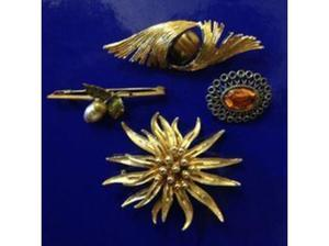 Job Lot 4xGold Tone Antique Pin Brooches in Wells
