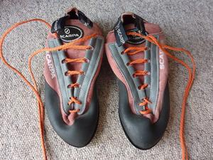 Almost New Scarpa Mens Climbing Shoes Size 43