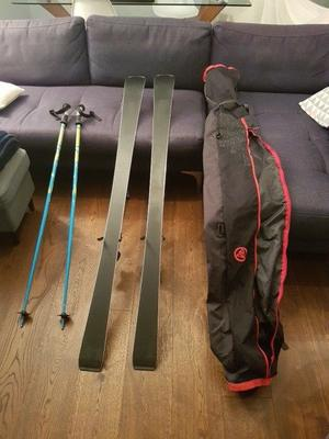 ATOMIC REDSTER PRO RACING SKIS WITH 2 POLES & CARRY BAG IN GREAT CONDITION!