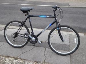 Men's Mountain Bike. 26in wheels, 22in frame, 18 gears