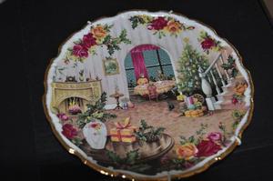 Royal Dalton Old Country Rose Christmas plate