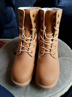 Timberland WOMENS size 6 boots