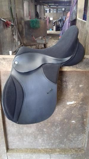 Thorowgood T4 17in standard GP saddle