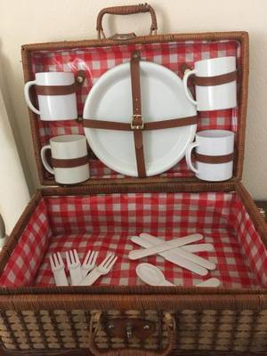 4 Person Picnic Basket - Wicker, gingham