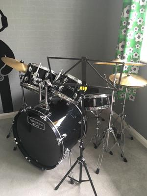 Full size drum kit, stool and stand