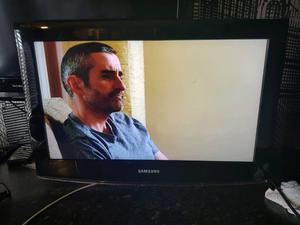 "Samsung 26"" full hd lcd tv freeview 3x HDMI"