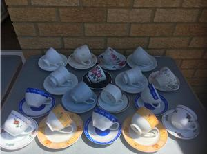 17 TEA CUPS AND SAUCERS £1 each in Swindon
