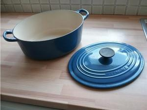 LE CREUSET Have only the best! Large casserole dish and