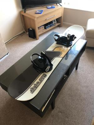 Matrix snowboard style SSW in white with bindings and bag