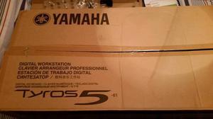 Yamaha Tyros 5 61 note