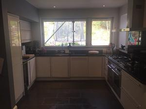 MAGNET GLOSS WHITE KITCHEN UNITS WITH GRANITE WORKTOPS & APPLIANCES FOR SALE £ ONO.
