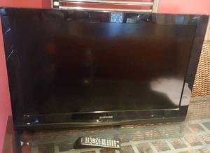 "32"" SAMSUNG LCD TV + WALL BRACKET"