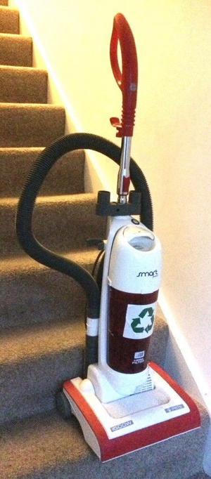 Hoover Smart Express SE lightweight bagless vacuum cleaner