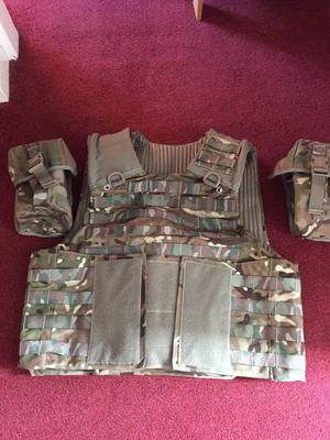 Men's Osprey Mtp mkIV body armour with 2 pouches, (1 ammo and 1 water bottle). Size L/XL