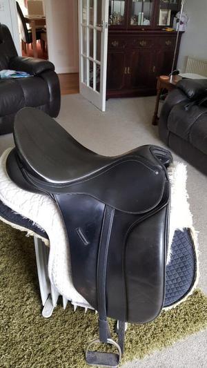 BLACK 17.5 Bates Adjustable Gullet Dressage Saddle