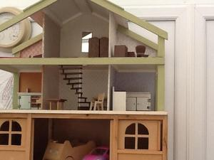 Childs dolls house