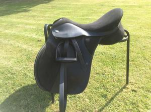 """Lovely black T4 Thorowgood Cob saddle 17.5"""""""