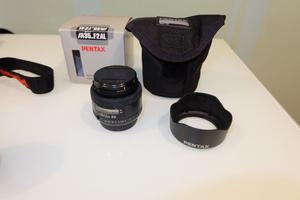 Pentax K-X 12.4MP Digital SLR Camera w/ mm and 35mm Lens + metz flash+stand