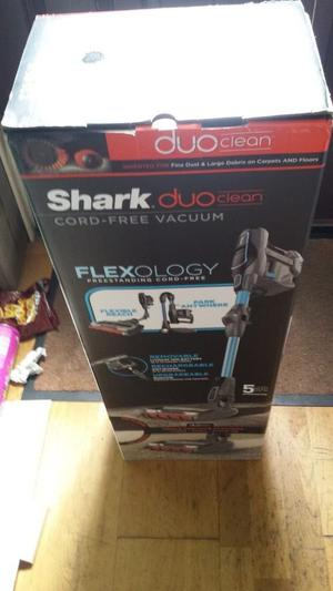 Shark DuoClean Cordless Vacuum Cleaner Single Battery IF200UKT Brand New Unused Boxed