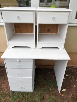 Dressing table and 2 matching bedside cabinets
