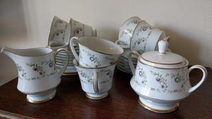 Noritake (Japan. ) - 'Catherine' - bone china tea set.