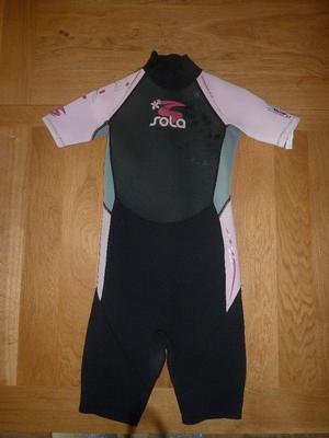 Girls Sola wetsuit in pink/grey and black.