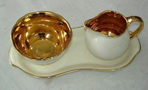 CROWN DEVON CREAM AND GOLD VINTAGE CREAM JUG AND SUGAR BOWL SET - AROUND