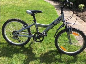 Giant kids bike. 20 inch wheel. Front shocks. 5 Shimano