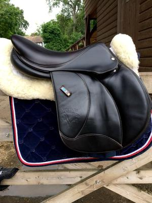 Voltaire Jumping Saddle - size 17' - Calf leather -