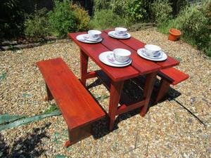 ++REDUCED++ BESPOKE HANDMADE NEW GARDEN TABLE AND 2 BENCHES 40ins x 27ins x 31ins. NEWLY MADE