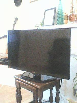 32IN LG LCD TV WITH REMOTE LIKE NEW.