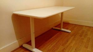 Ikea bekant white table desk in perfect condition and clean