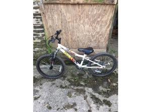 32 inch kids bike in great condition in Fowey