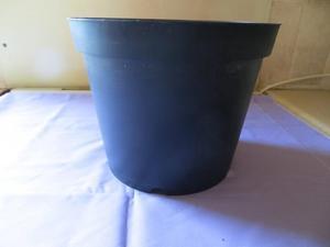 10 x 2 Ltr black plastic round flower/plant pots NEW