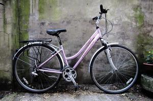 CLAUD BUTLER ODISSEY. 17 inch, 41 cm. Ladies women's hybrid road bike, 21 speed