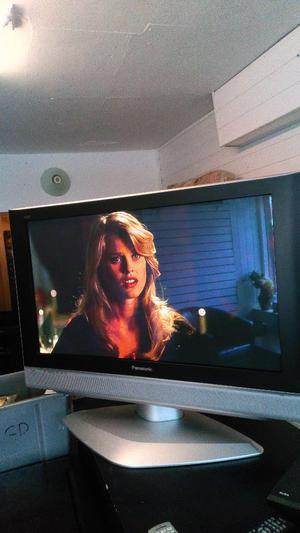 PANASONIC VIERA 37 INCH TV BUILT IN FREEVIEW HDTV CAN BE SEEN WORKING VIEWING WELCOME