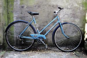 RALEIGH ESTELLE. 19.5 inch, 50 cm. Vintage ladies dutch style mixte frame traditional road bike