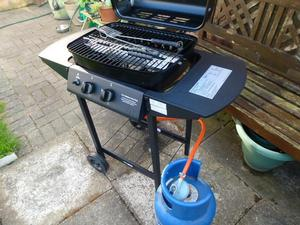 TWIN BURNER GAS BBQ WITH FULL 7kg GAS BOTTLE & TOOLS
