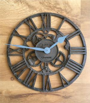 Vintage shabby-chic clock