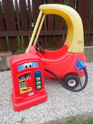 Little Tikes Cosy Coupe & Petrol Pump