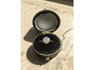 Vintage 18ct gold ring with 7 diamonds set in platinum, size