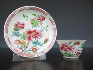 Porcelain Famille Rose cup and saucer - China - Yongzheng