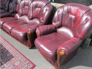 Lovely Italian leather 3-piece suite in good condition. in