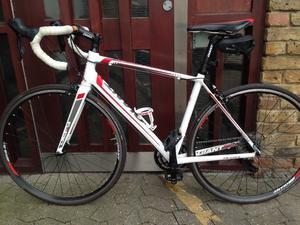Giant defy 3 size medium to large,Racing bike aluminium frame carbon forks