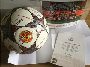 Signed Manchester United football with official club COA in