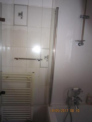 L shaped bath,shower mixer tap,hinged shower screen complete