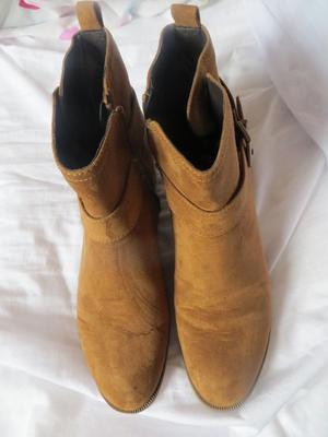 Ladies Tan suede boots in size 8 TU.
