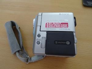 SONY HANDY CAM CAMCORDER AND VIDEO CAMERA HARDLY USED LIKE NEW IN EXCELLENT CONDITION