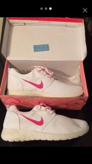 Brand new Girls Nike trainers White & pink