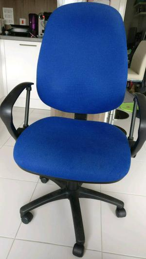 Large Office Chair with Arms